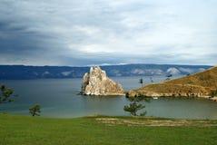 Rockowy Shamanka przylądek Burkhan na wyspie Olkhon Baikal, Rosja fotografia stock