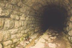 Rockowy tunel wewnątrz Krwawiący przy Slovenia Obrazy Stock