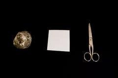 Rockowych Papierowych nożyc tła decyzi Gemowi Czarni Odosobneni przedmioty Obrazy Royalty Free