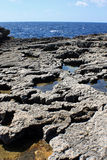 Rockpools в вулканической породе будучи выветриванным морем Стоковая Фотография RF