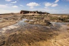 Rockpools på den Hilbre ön, västra Kirby, Wirral, Englanc Arkivfoton