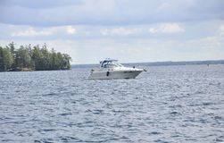 Rockport, 6月25日:1000海岛巡航的小船从Rockport在加拿大 图库摄影