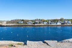 Rockporthaven met blauwe en schone hemel Royalty-vrije Stock Foto