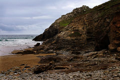 Rocks, Chapel Porth. Rocks of cliff face at Chapel Porth, St Agnes, Cornwall by Wheal Coates mine Stock Photo