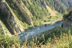 rocks för arapyrenees flod Arkivfoto