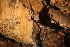 Rocks inom grottan Arkivbild