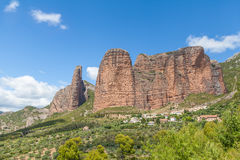 Rocks Mallos de Riglos, Huesca, Spanien stockbilder
