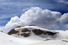 Rocks with snow cornice Royalty Free Stock Photography