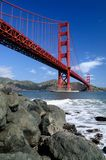 Rocks under Golden Gate Bridge Royalty Free Stock Photos