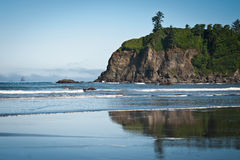Rocks and waves in quiet beach of Ruby Beach Royalty Free Stock Photography