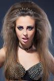 Rockstar dziewczyna w wizerunku staników ciernie Obrazy Stock