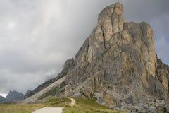 Rocktorn i dolomitesna Arkivfoton