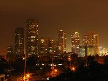Rockwell-Skyline nachts stockfotografie