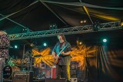 Rocky Atha-het spelen gitaar Stock Foto