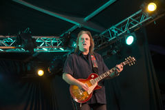Rocky Atha-het spelen gitaar Stock Foto's
