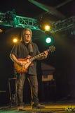 Rocky Atha som spelar gitarren Royaltyfri Bild