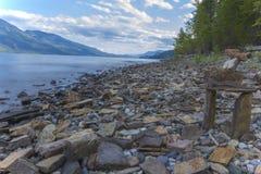 Rocky Beach en el lago Kootenay Imagen de archivo libre de regalías