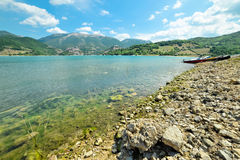 The rocky beach of Lake Turano Stock Photography