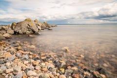 Rocky Beach su Galway South Park immagine stock