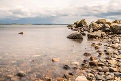 Rocky Beach su Galway South Park fotografie stock