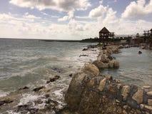 Rocky Beach sur l'île Image libre de droits