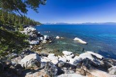 Rocky Beautiful Shoreline van Meer Tahoe Royalty-vrije Stock Fotografie