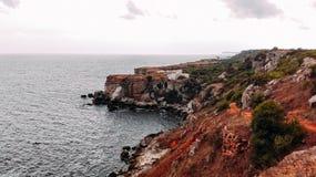 Rocky Black Sea-Küste lizenzfreie stockfotografie