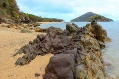 Rocky Boulder Beach och öar Royaltyfria Foton