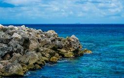 Rocky Caribbean Coastline em México imagem de stock