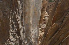 Rocky Chasm in de Woestijn royalty-vrije stock fotografie