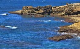 Rocky Coast Extending en el mar foto de archivo libre de regalías