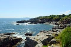 Rocky Coast på den Casco fjärden, Maine arkivbild