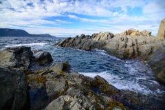 Rocky Coast rugoso en Terranova, Canadá Imagenes de archivo
