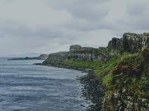 Rocky Coastal Cliffs - Eiland van Skye, Schotland royalty-vrije stock foto