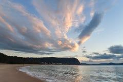 Rocky Dawn Seascape royaltyfri foto