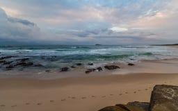 Rocky Daybreak Seascape stock foto's