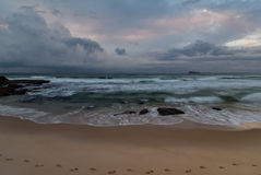 Rocky Daybreak Seascape royalty-vrije stock afbeeldingen
