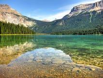 Rocky Emerald Lake Arkivfoto