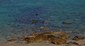 Rocky Feature Blue Water Fotografering för Bildbyråer