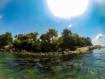 Rocky Green Island, Azure Sea stock foto's