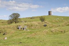 Rocky hills with Solomons Temple or Grinlow Tower in Buxton, Der Royalty Free Stock Photography