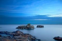 Rocky Lakeshore Blue Hour Background royaltyfria foton