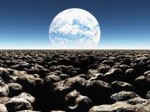 Rocky Landscape con il pianeta o la luna terraformed in Th Immagini Stock Libere da Diritti