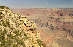 Rocky ledges and small shrubs at the South Rim of the Grand Canyon, Arizona Stock Image