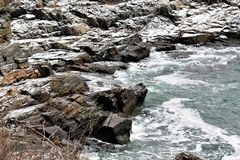 Rocky Maine Shoreline lungo Williams forte su capo Eiizabeth, la contea di Cumberland, Maine, Stati Uniti Nuova Inghilterra Stati fotografia stock