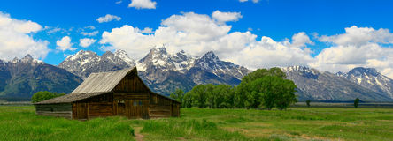 Rocky Mountain Barn Foto de Stock Royalty Free