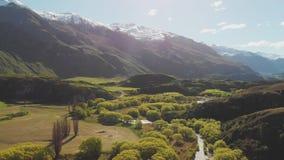 Rocky Mountain en Diamond Lake in het MT-het Streven Nationale Park in Wanaka, Nieuw Zeeland stock footage