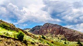 Rocky Mountain en rollende heuvels in Nicola Valley in Brits Colombia, Canada stock afbeeldingen