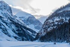 Rocky Mountain nahe Lake Louise Stockfotos
