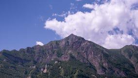 Rocky Mountain National Park als grote gezwollen beweging van cumuluswolken lucht stock videobeelden